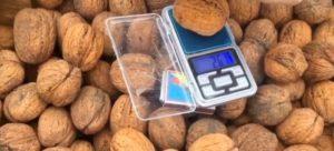 грецкие орехи в ящике