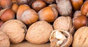 фундук и грецкие орехи