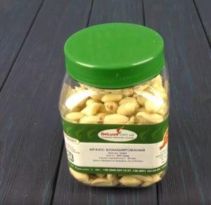 Банка бланшированного арахиса