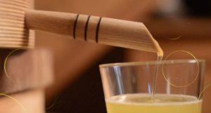 Масло кедра в стакане