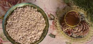 Жмых и кедр в тарелке
