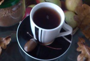 Стакан с напитком из желудя