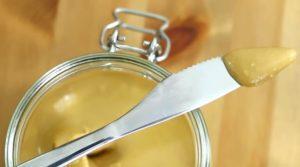 Арахисовая паста на ноже